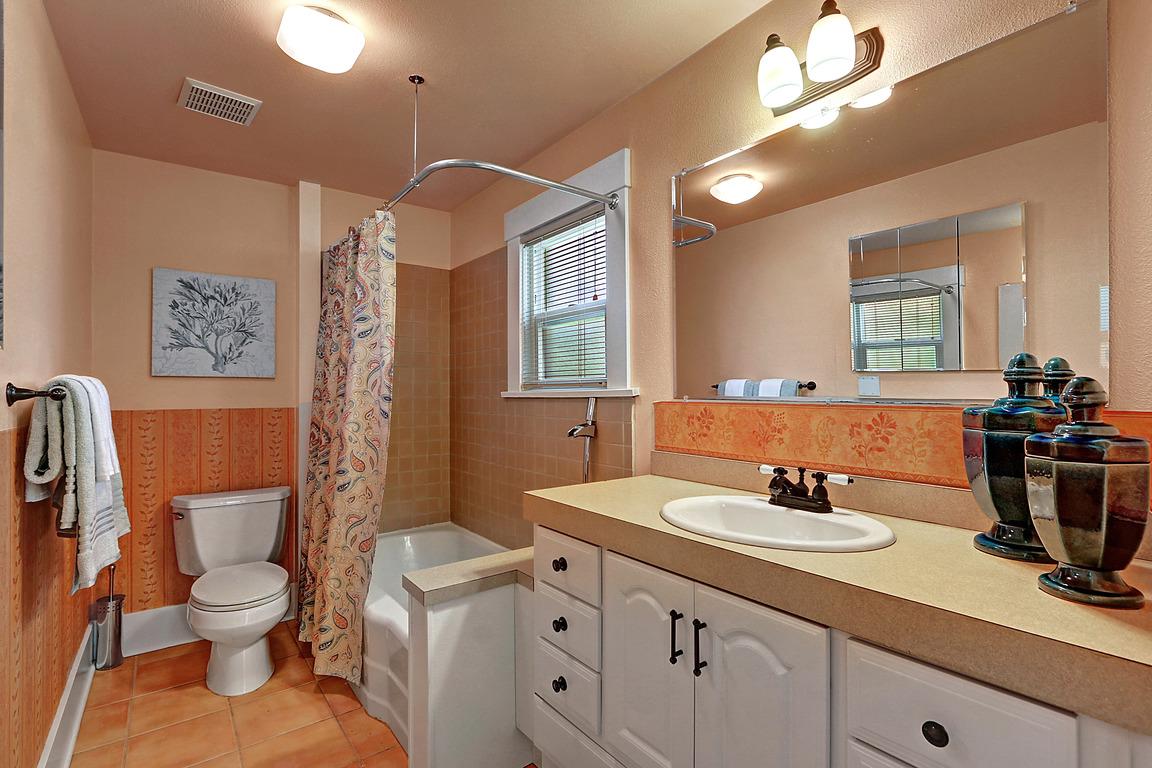 Full Bath 1212 N Washington