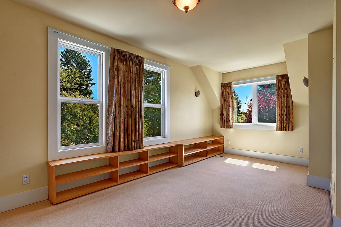 Bedroom 1212 N Washington