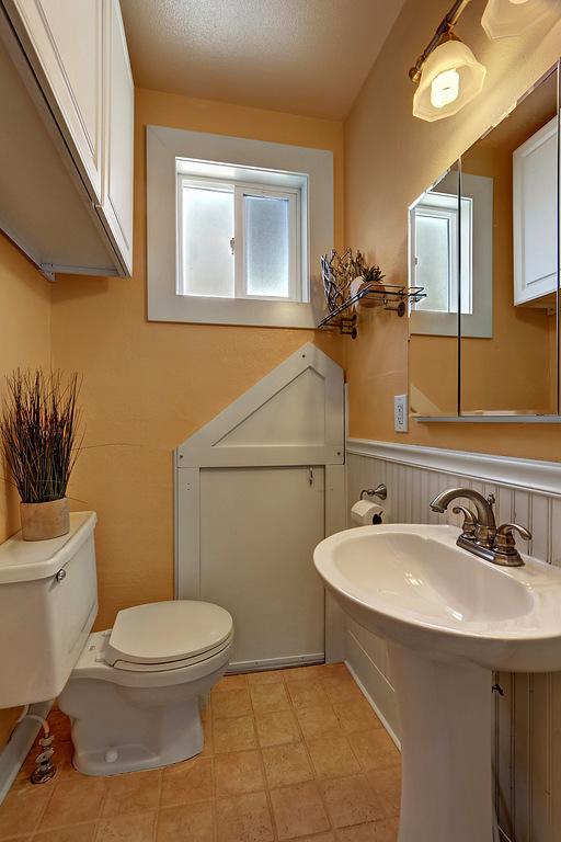 Upstairs Bath 1212 N Washington