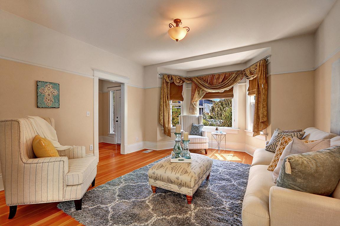 Living Room 1212 N Washington