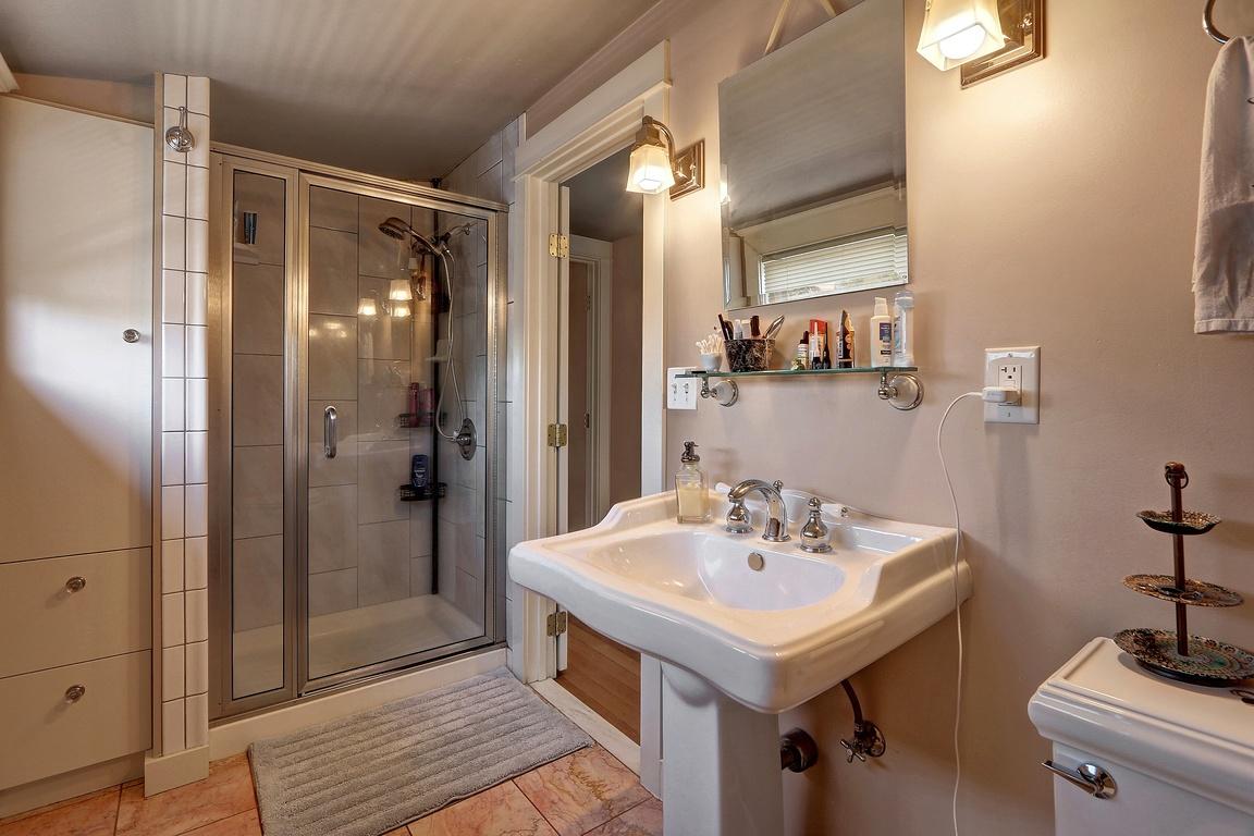 Bath - 3608 E G