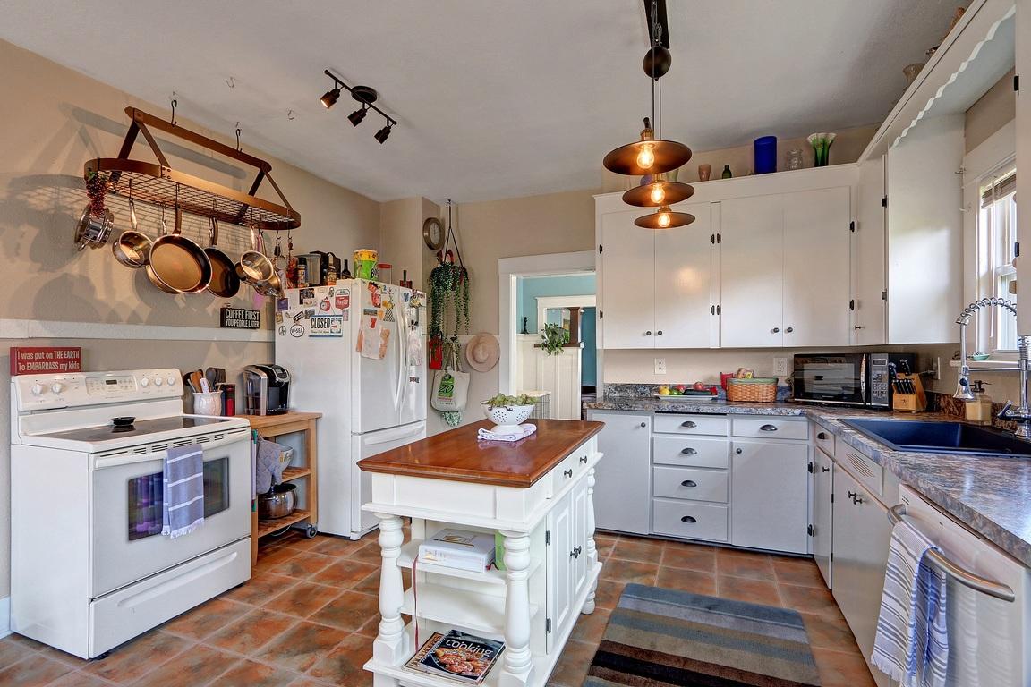 Kitchen - 3608 E G