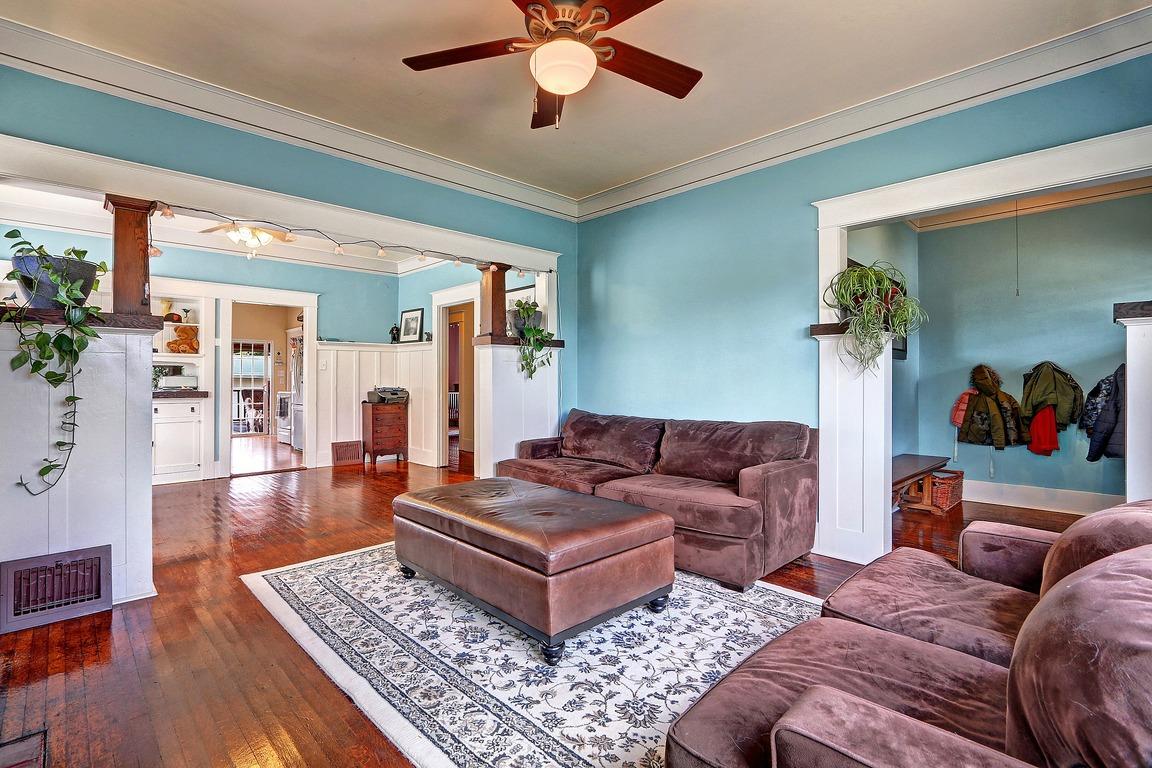 Living Room - 3608 E G