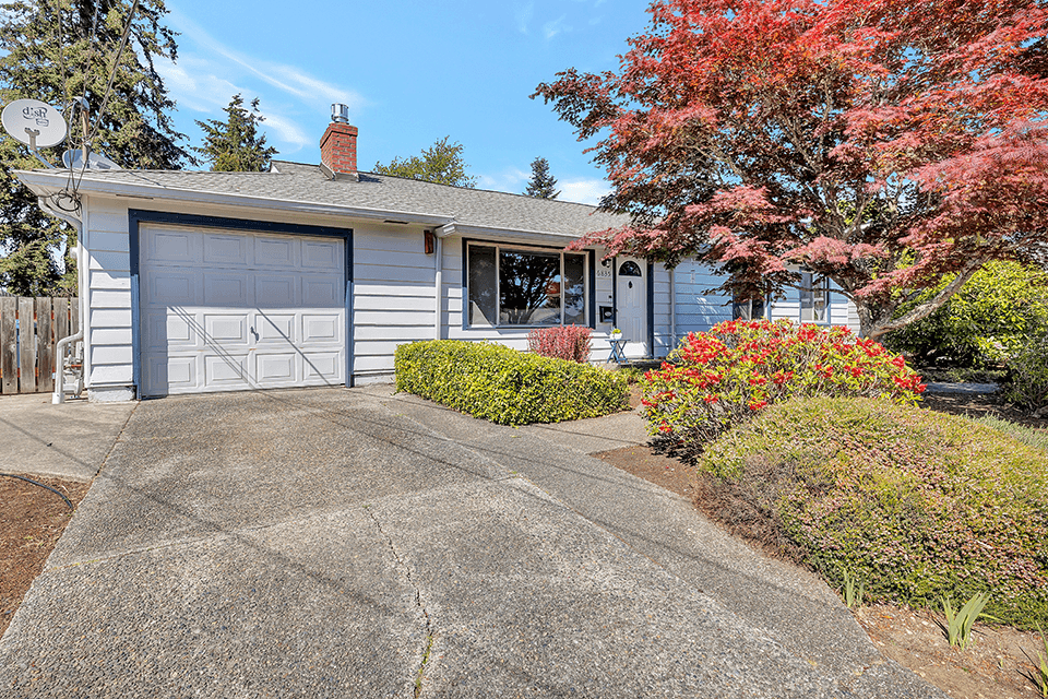 Welcome to 6835 N. 11th St. in an established North Tacoma neighborhood!