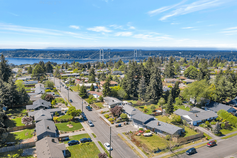 The home is located in a North Tacoma neighborhood close to WA-16, the Narrows Bridge, restaurants and shopping. Come and see this adorable home today!