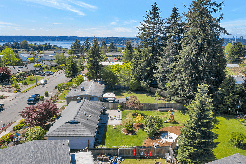 Here you can see the home's proximity to the water. There are some captivating views of the Cascade Mountains and Puget Sound from this neighborhood.