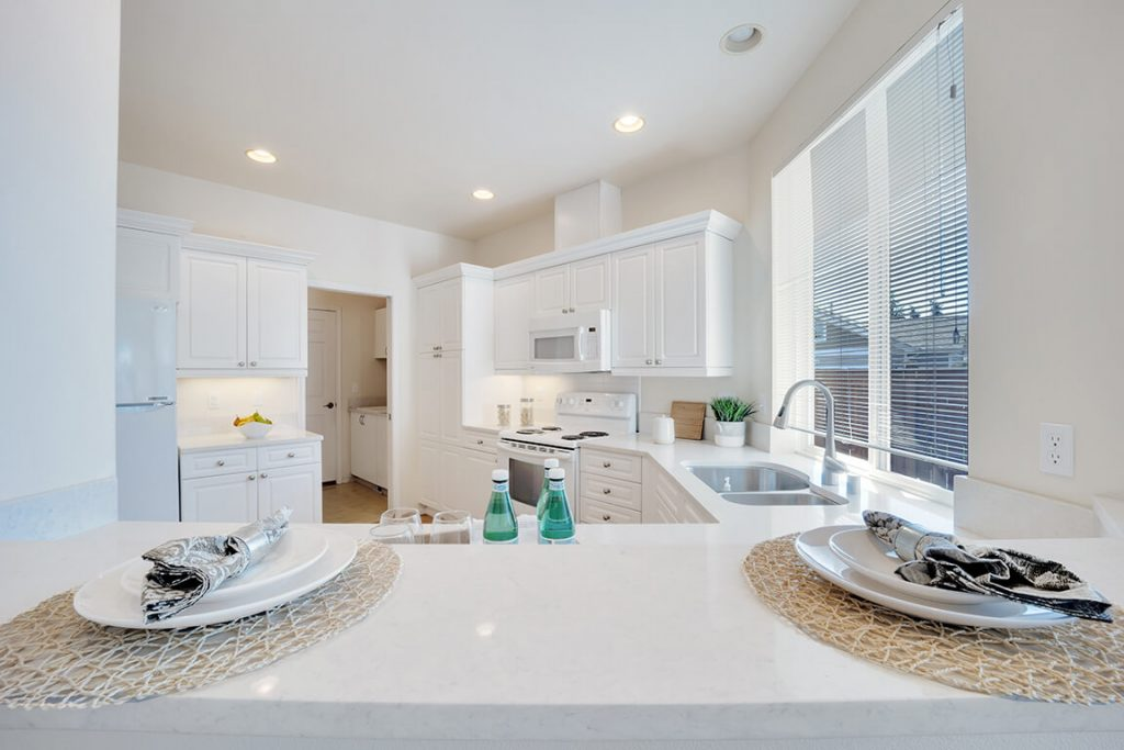 The kitchen also offers a handy breakfast bar, perfect for coffee and a newspaper.